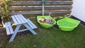 Kinder-Sandkiste mit Kindertisch